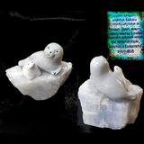 Нерпы пара на камне 6*5 см голубой кальцит (с описанием камня)