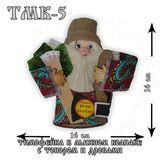 Домовой Тимофейка в льняном колпаке с топором и дровами 16*16 см