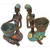 Африканка сидит в кольцах держит Кашпо 40*20*20 см