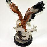 Орел на подставке сувенир полистоун 42*34*20см