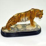 Тигр на подставке сувенир полистоун 32*21*12 см
