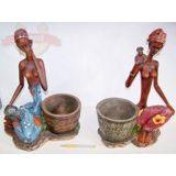 Африканка сидит в кольцах Кашпо (MAXI) 41х32 см