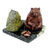 Сувенир Мишка у камня сидящий змеевик 7х12х8 см.