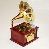 Шкатулка МУЗЫКАЛЬНАЯ (механика) Золотой граммофон 12.5*10.5*22см